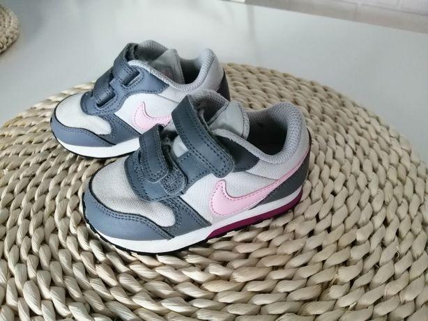 Buty dziewczęce Nike rozm. 22