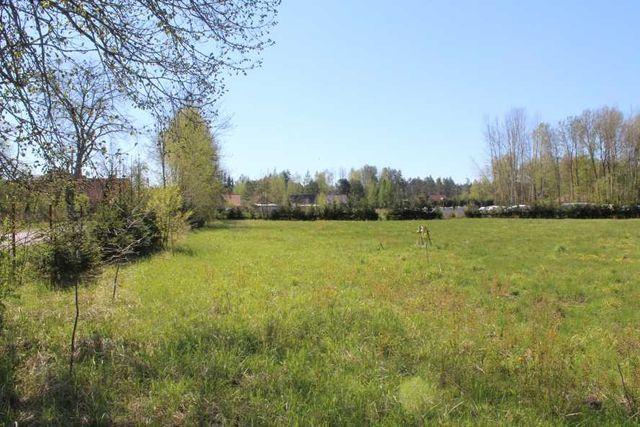Duża działka budowlana w centrum wsi Karwik j.Seksty Mazury