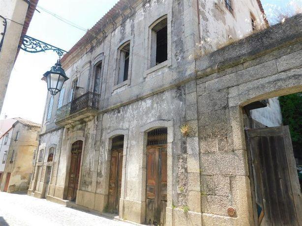 Moradia V4 Rústica no centro Teixoso Covilhã