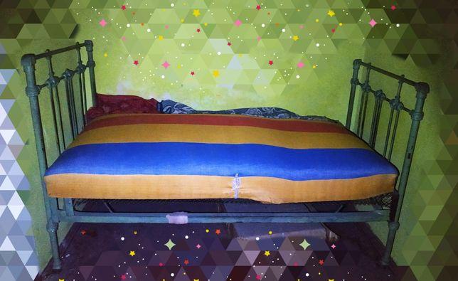 Кровать пружинная