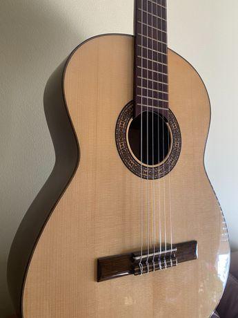 Guitarra clássica APC ANTÓNIO CARVALHOcompletament nova ofereço estojo