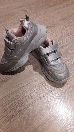 Продам кросовки лето-весна.