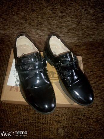 Нарядні туфлі для хлопчика