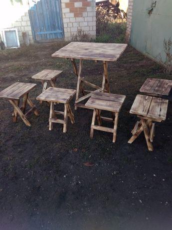 Раскладной стол и стулья. Деревянный раскладной стол и стулья.