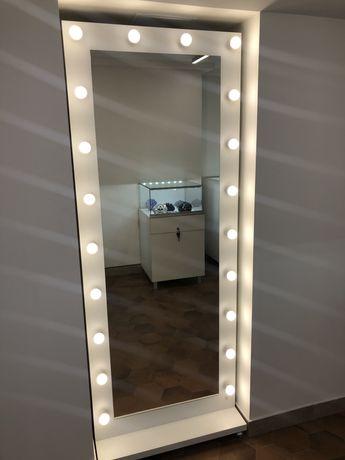 Продам белое ростовое гримерное зеркало на колёсах