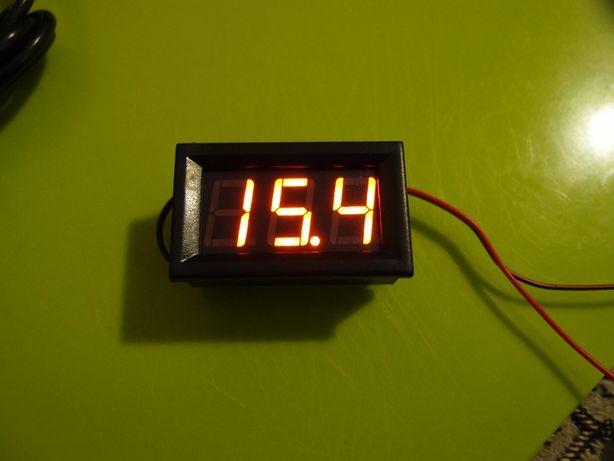 Вольтметр на панель светодиодный