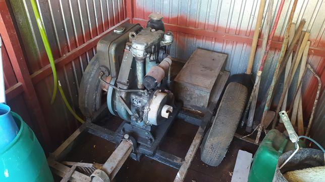 - Motor EFI 668cc -