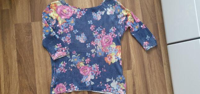 Cienki sweterek w kwiaty
