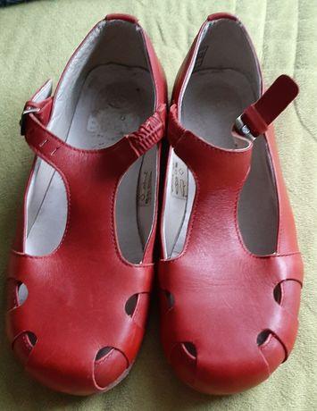 Baleriny Martens czerwone 37