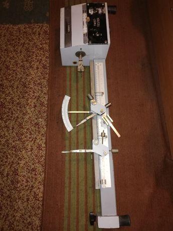 Stary stare urządzenie przyrząd pomiarowy licznik skretomierz maszyna