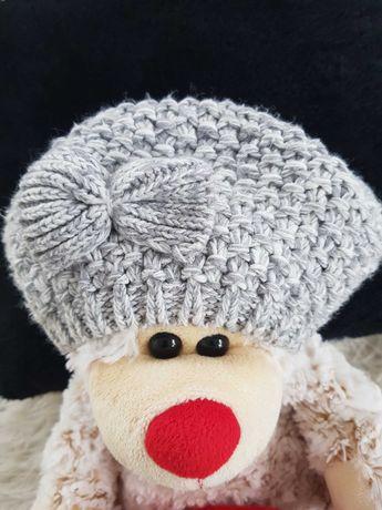 Szary beret dziewczęcy z kokardką