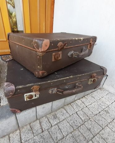 Dwie stare walizki