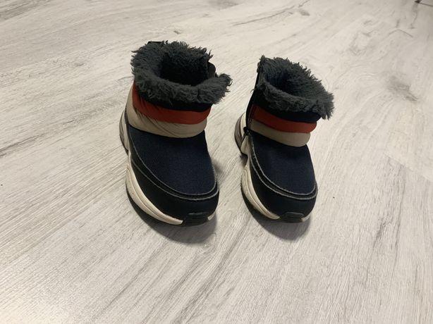 Buciki trzewiki botki sneakers dziecięce zara lekko ocieplane rozm. 22