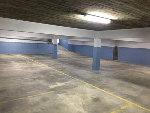 Arrendamento Garagem / Espaço Recolha Classicos / Armazém