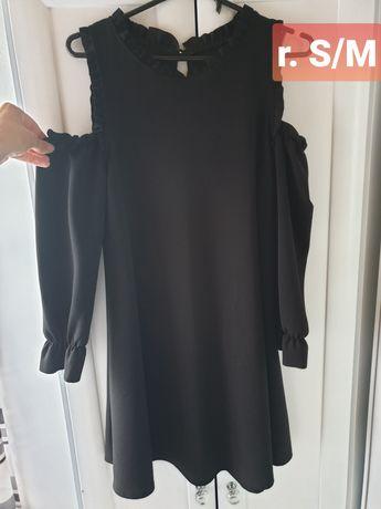 Sukienka czarna z pięknymi rekawkami