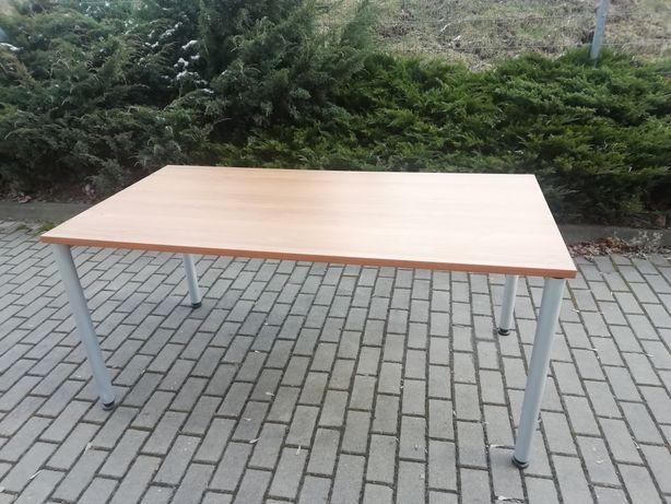 Stół / biurko na metalowej konstrukcji.
