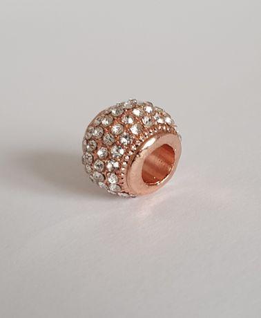 Pandora charms zawieszka Rose wysadzany bezbarwnymi kamieniami