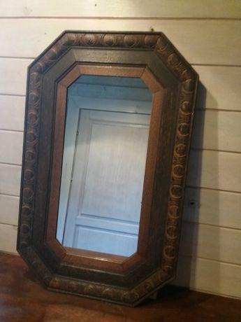 Stare, antyczne lustro w drewnianej ramie