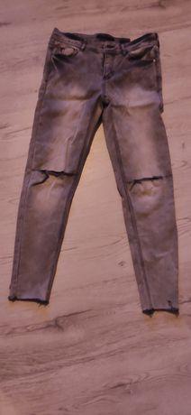 Spodnie jasne szare z dziurami na kolanach