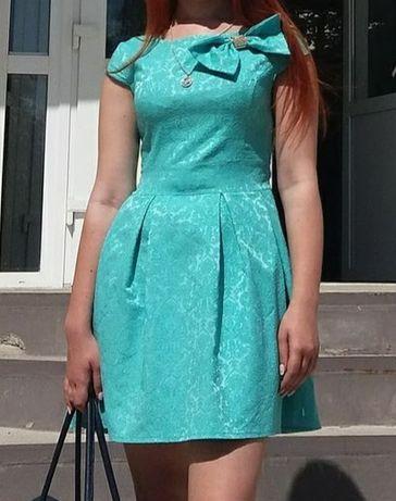 Мятное платье из жаккарда