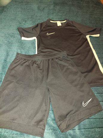 Nike Dry-Fit strój sportowy chłopięcy rozmiar L 147-158 cm 12-13 lat