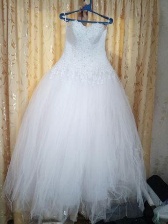 Свадебное платье и 2 подъюбника