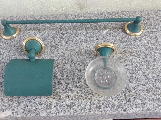 Toalheiro e acessórios de wc/ casa de banho