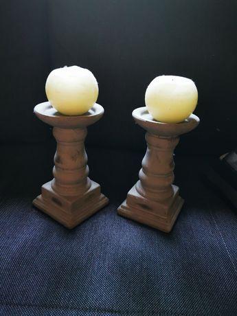 Świeczniki ceramiczne przecierane pozostałości po weselu