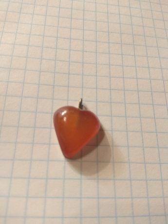 Кулон - сердце из янтаря винтаж