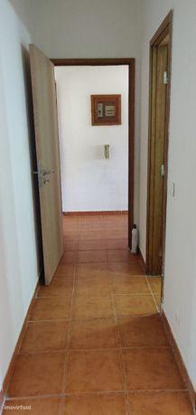 Apartamento T2 boas áreas, remodelado, sem garagem em Casal de Malta,