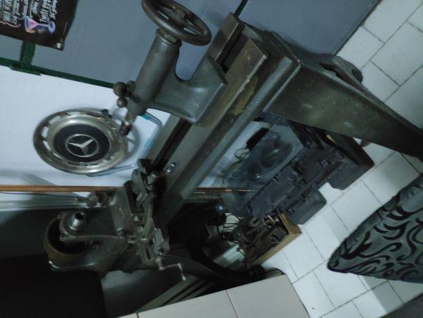 Torno mecânico inglês antigo
