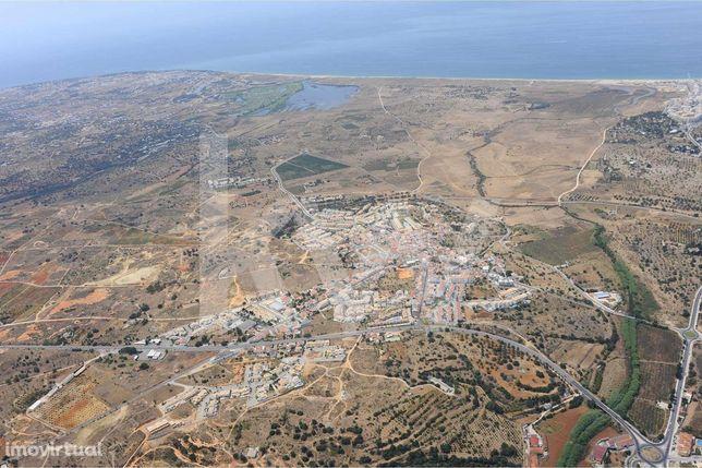 Terreno, Com 5 910 M2, Vista Mar, Pêra, Algarve.