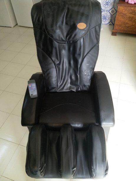 Poltrona elétrica c/Massagem e Sistema de Ar para as pernas (Avariada)