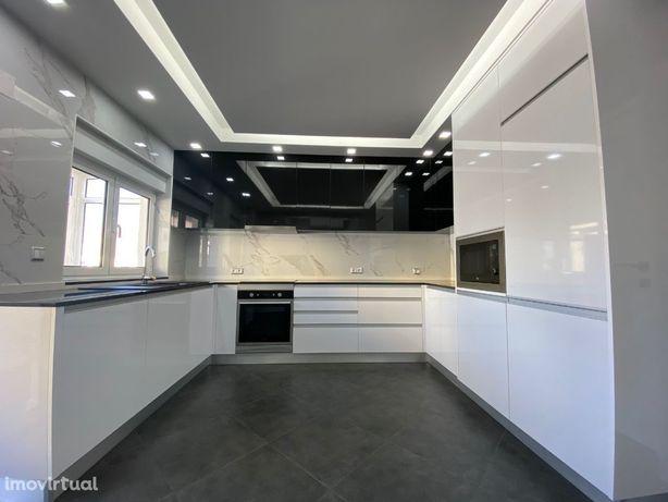 Apartamento T2 tipo andar moradia centro dos carvalhos