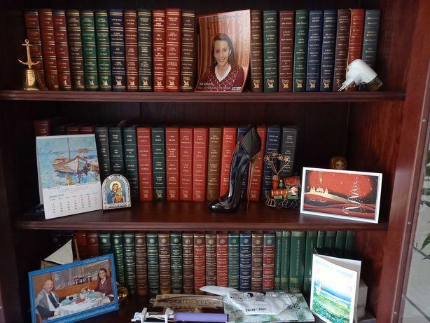Colecção enciclopédias e livros encadernados