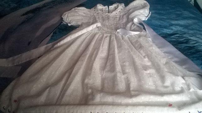 Sprzedam sukienkę biała wizytową haftowaną roz 5