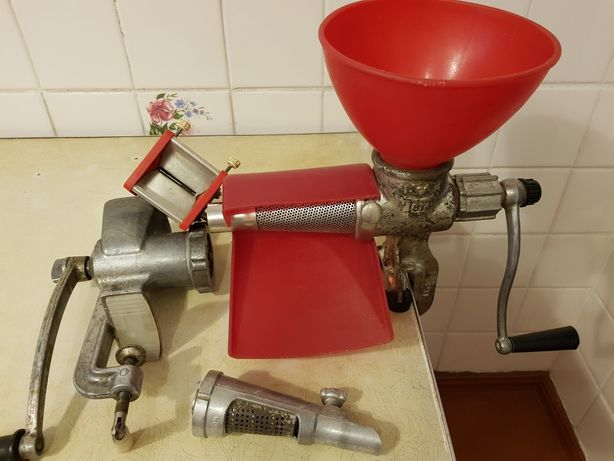 Соковыжималка, измельчители для кухни
