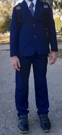 Продам костюм для мальчика 6-8 лет (форму)
