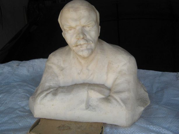 """Пластиковый бюст ,, В.И.Ленин"""" ( 35 см)."""