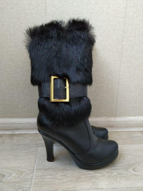 Женские кожаные зимние сапоги с мехом на каблуке