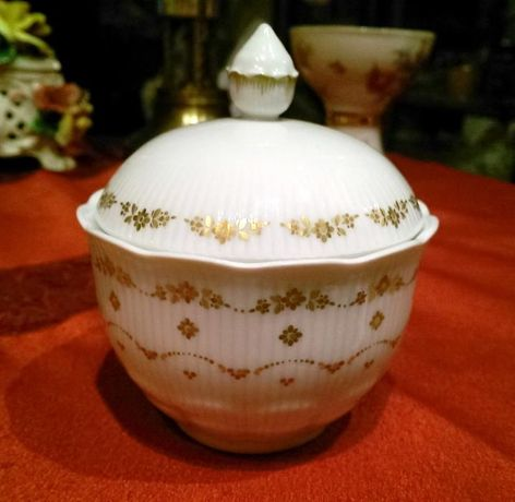 Cukiernica Kaiser porcelana złoto reliefy
