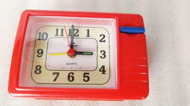 Часы с прерывистым ходом, громким будильником .