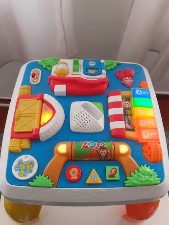 Mesa de atividades criança