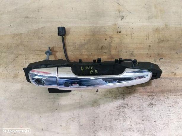 Puxador moleta porta frente esquerda mitsubishi L200 Strakar KJ KK KL ano 2018