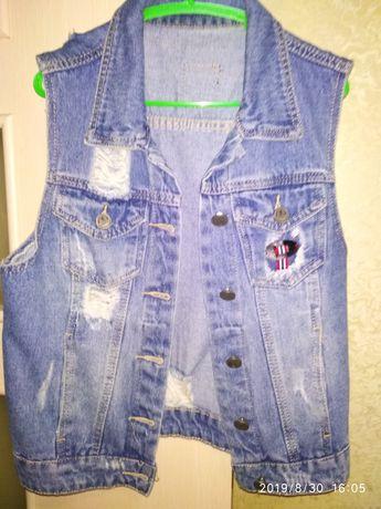 Одяг.. розмір 42