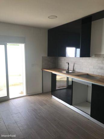 T1 - A Estrear - Quintal - Cozinha Semi Equipada - Remodelado