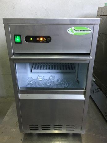 Maquina de gelo 24kg como nova