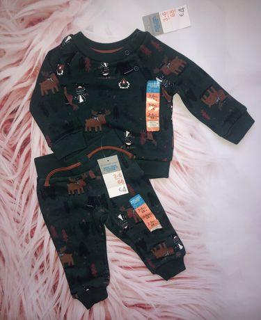 Шикарні, теплі костюмчики Primark, розміри від 62 см до 92 см.