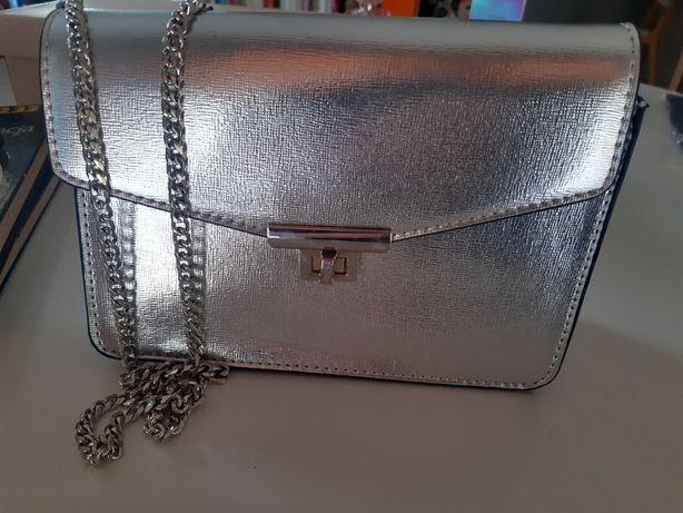 Mango metaliczna srebrna torebka na łańcuszku