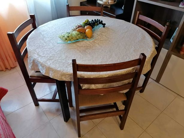 Mesa redonda c/ 4 cadeiras